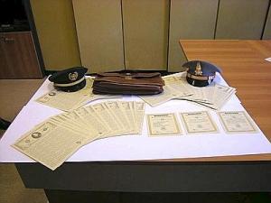 日本人2人から押収した米国債券(イタリア財務警察提供)