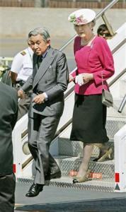 MSN産経ニュース:米ハワイのオアフ島に到着された天皇、皇后両陛下=7月14日午後(代表撮影)